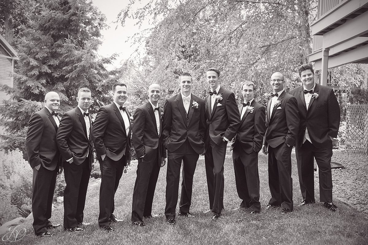 groom and groomsmen wedding photos inn at erlowest