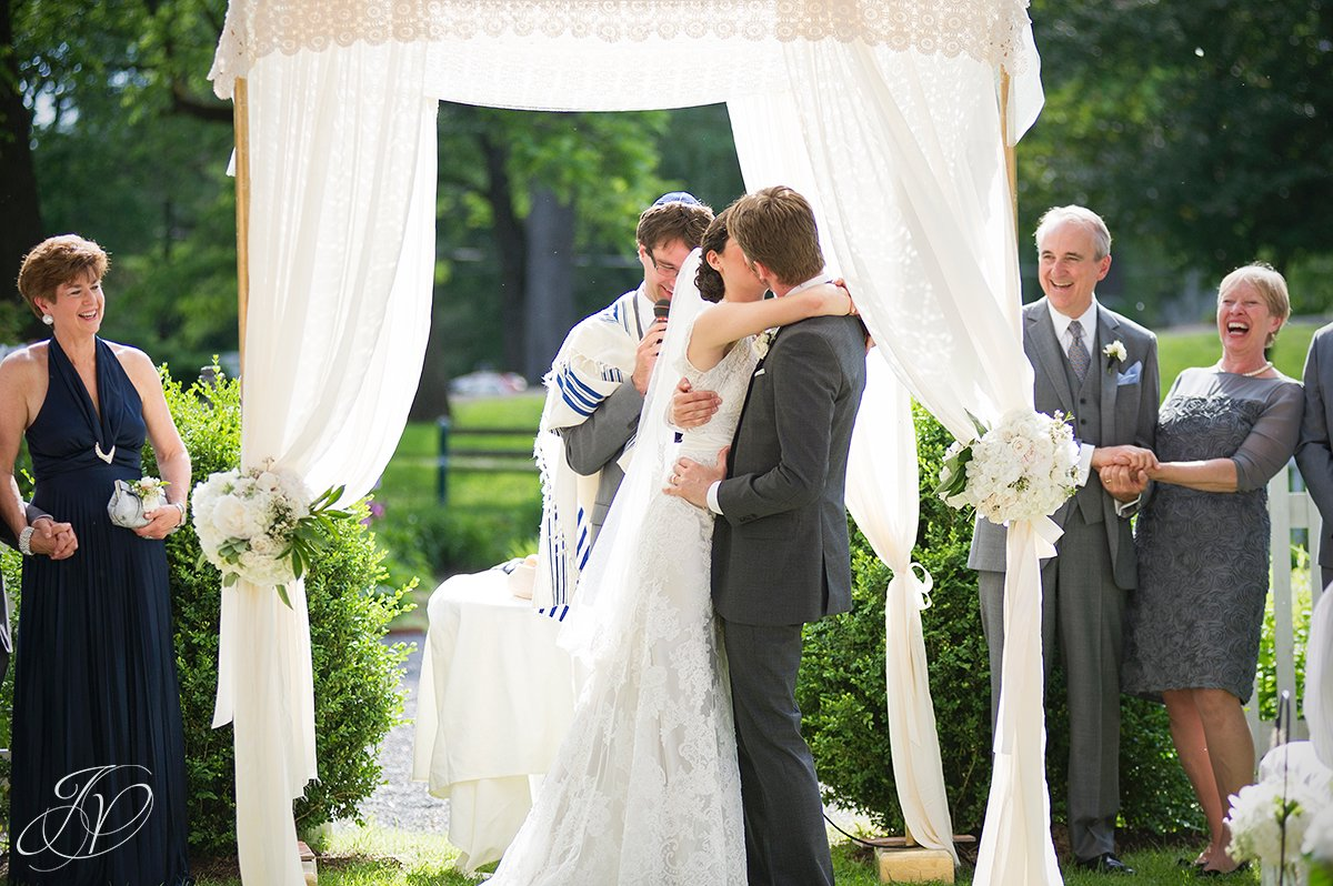 first kiss just married, jewish chuppah, hora, shidduch, ketuvah, cheder yichud, pruyn house wedding, albany wedding photography