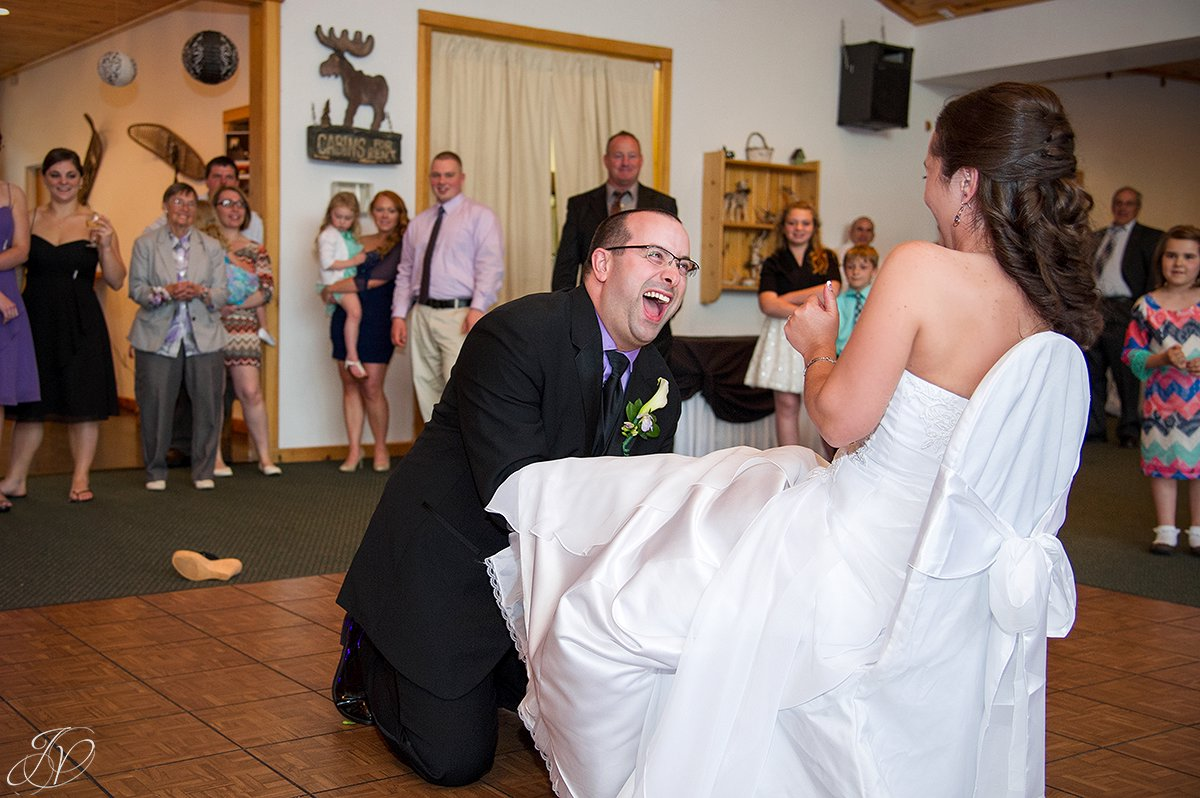 funny garter reception photo